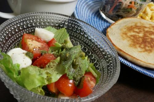 北海道チェリーモッツァレラを使ったサラダ
