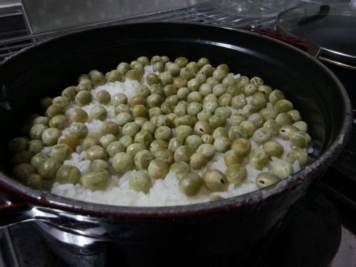 ストウブで豆ごはんを炊く