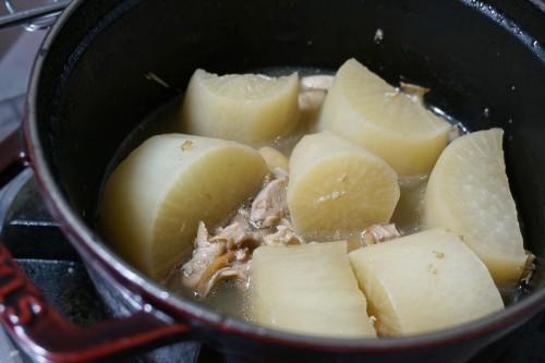 ストウブで大根と鶏の煮物